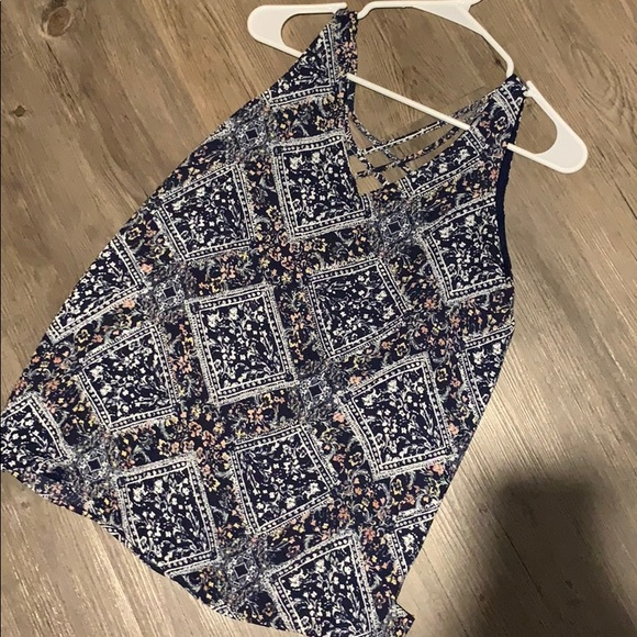 Maurices Tops - 🚨5/$20!! Patterned navy tank